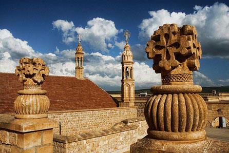 Das syrisch-orthodoxe Kloster Mor Gabriel (syrisch-aramäisch ܕܝܪܐ ܕܡܪܝ ܓܒܪܐܝܠ, auch Kloster Mar Gabriel oder Kloster Qart(a)min, türkisch Deyrulumur Manastırı) ist eines der ältesten christlichen Klöster der Welt.
