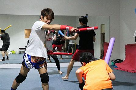 ▲毎週水曜20:00~21:00はキックボクシング初心者クラスを開催中!