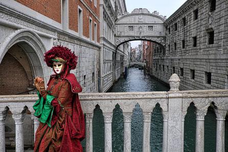 Mathieu Guillochon, photographe, Italie, Venise, palais des doges, carnaval, costumes, pont des soupirs, place saint marc, carnaval, voyages, couleurs, lagune, histoire, république de venise