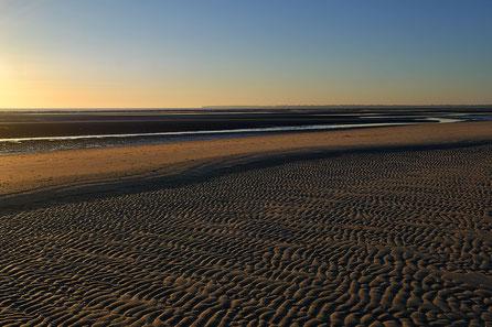 Mathieu Guillochon photographe, France, Cotentin, Normandie, Cabourg, manche voyage, mer, rivage, littoral, aube, été, ocres, bleu, jaune, noir, marée basse, dunes, sable, plage du débarquement