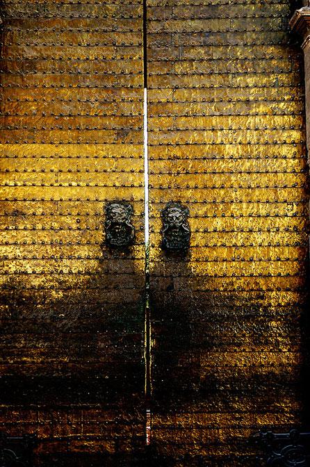 Photographie, Espagne, Andalousie, Cordoue, mosquée, édifice religieux, mirhab, omeyyade, portes, bronze, islam, art, architecture, lumière, prières,Mathieu Guillochon