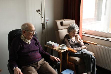 Finanzell gut gestellte Rentner können sich den Aufenthalt in einem Pflegeheim leisten.
