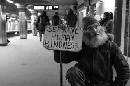 Armen Rentnern kann schnell die Obdachlosigkeit drohen.