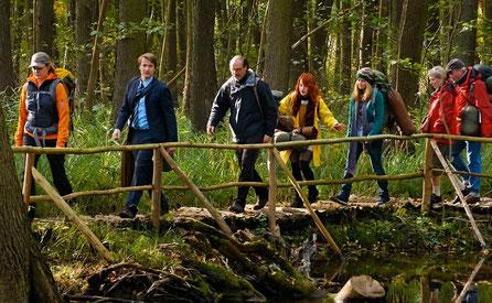 """Image: Filmstill from """"Mit Burnout durch den Wald"""" Wiedemann & Berg Television GmbH"""