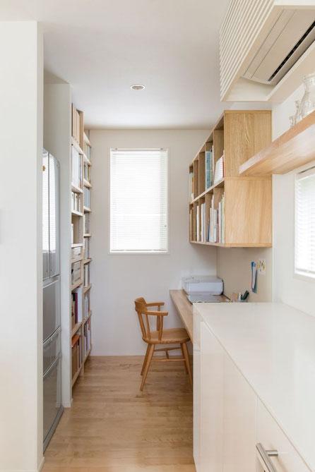 書斎・ご夫婦のナチュラルで優しい雰囲気を住まいに込めました。