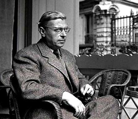 Sartre nel 1950, al Café Flore, che insieme al caffé Le Deux Magots era il principale punto d'incontro degli esistenzialisti di Parigi
