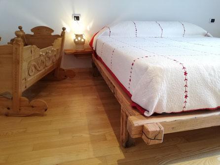 Una delle tre stanze da letto. In totale ci sono 6 posti letto nelle stanze, più due sul divano letto.