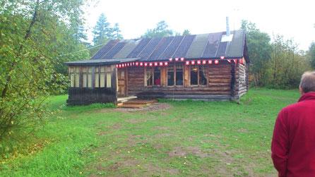 Lodge (Haupthaus mit Küche und Speisesaal).