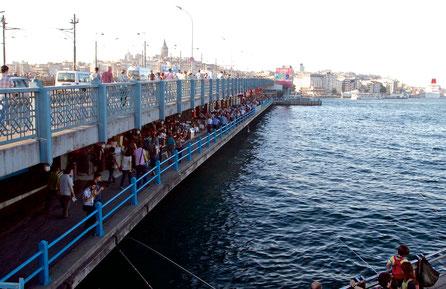 Die zwei Etagen der Galata - Brücke