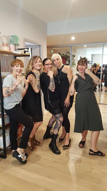Julie les Frangynes Créatrice de foulards avec frange ,Alextattoo  tatoueuse, Nathalie kaïd , Laura tatouée dans le cadre de Rose Tattoo après un cancer du sein et Lili Sohn auteur de la guerre des tétons .