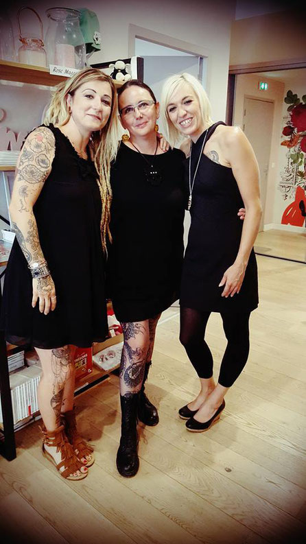 Alextattoo  tatoueuse, Nathalie kaïd et Laura tatouée dans le cadre de Rose Tattoo.