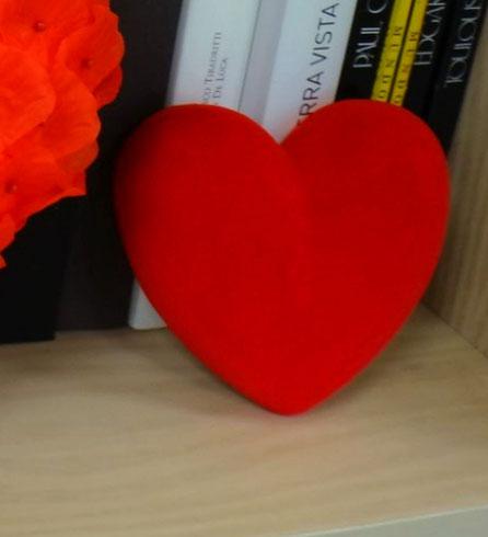 Corazóntallado en volumen, acabado especial: terciopelo rojo