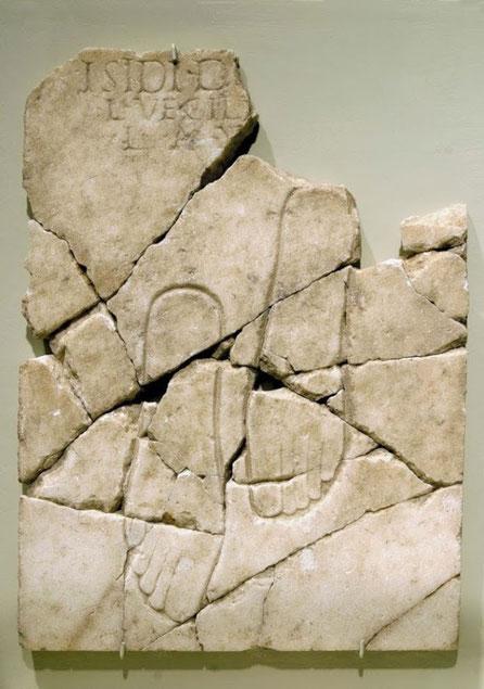 Reproducción de una placa romana,  grabado y epigrama
