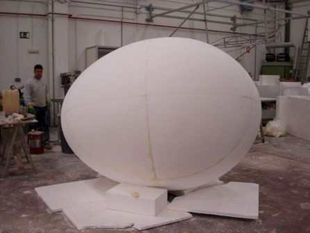 Giant Egg Form, 280 cm long axis.