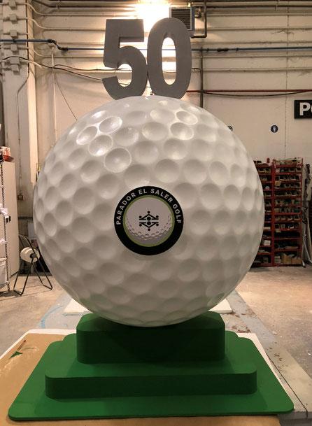 Pelota de Golf, diametro 90, con logo campo de golf, numero de 50 aniversario y base de green