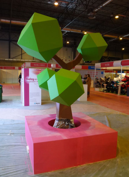 Decoración ARBOL LOW POLY  para stand ferial