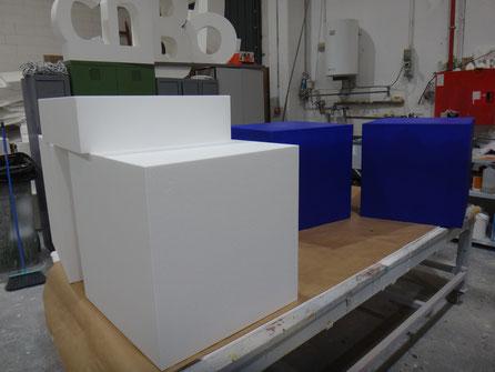Cubos de 60 x 60 x 60 cm, como elemento de comunicación