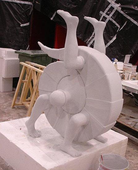 """Rueda-lagarto con piernas, Exposición """"Escher"""""""