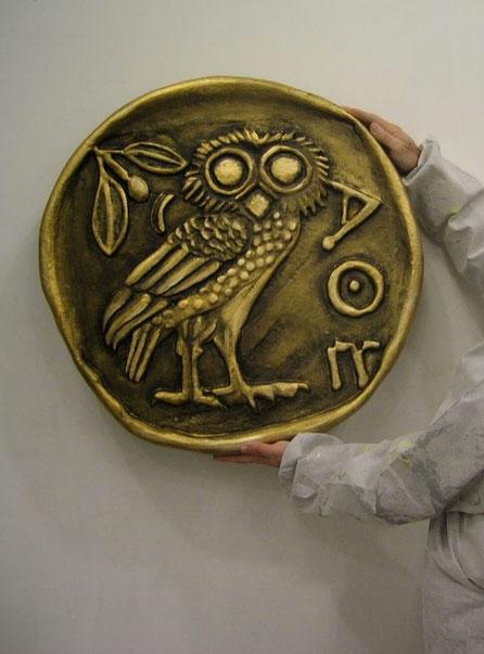 Moneda Griega Gigante, atrezzor obra teatro.