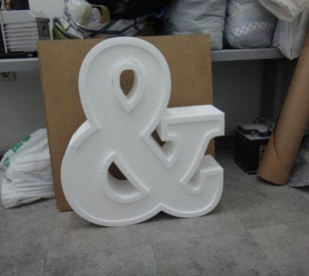 Letras en doble relieve