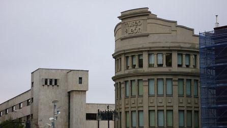 Letras museo de León Montados en Fachada, igualan textura y color de la fachada preexistente, para el cambio de uso de este edificio