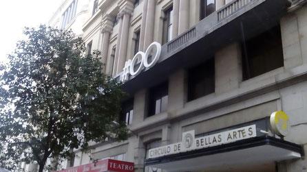 Letras gigantes en fachada. Evento en el Círculo de Bellas Artes.