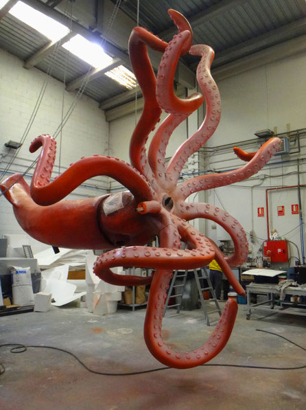 Calamar Gigante modelo a escla real en el Acuario Atlantis en Xanadú, Madrid. Imagen de taller