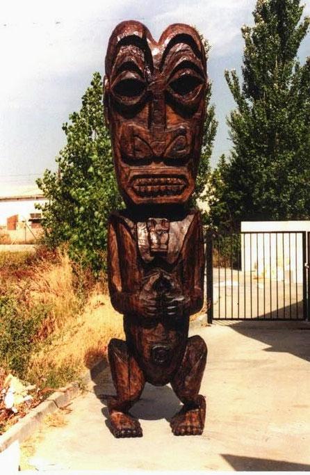Tótem Polinesio. Talla en poliespan, pintura de acabado imitación madera tropical