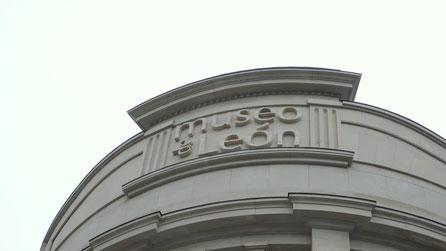 Letras corpóreas en resina (igualando la piedra existente) para la fachada del Museo de León