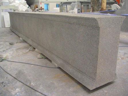 Ficticio bloque de granito tallado