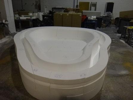 Modelo de vaso de Jacuzzi especial. Es forma para revestimiento y a la vez aislamiento térmico.