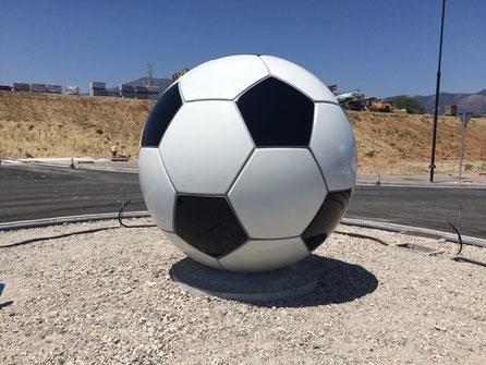 Fussbal Skulptur, Giant Football sculpture fiberglass