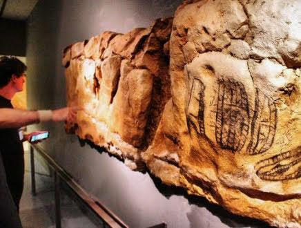 Roca de Cueva Caliza ficticio para exposición (Altamira)
