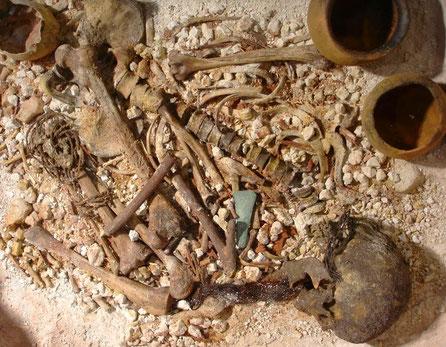 Réplica de la Momia del Hombre de Galera, Enterramiento con Ajuar Funerario