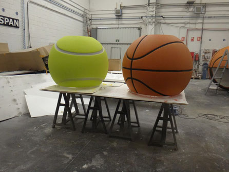 Pelotas Gigantes, Tenis y Baloncesto. Como reclamos corporeos