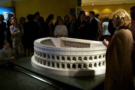 Maqueta , reconstrucción hipotética del Teatro Romano de Caesaraugusta, Modelo para exposición.