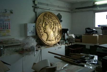 Moneda Romana Gigante 1 metro diametro. Aureo Romano. Reclamo para Exposición.