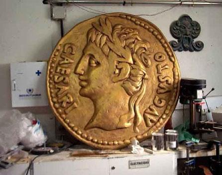 """Aureo Romano Gigante 100 cm como emblema de la exposición """"Las Médulas"""""""
