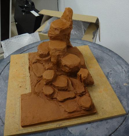 Modelado en barro de un terreno rocoso (un cliente) para ampliación scan 3D + mecanizado en poliespan.