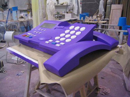 Teléfono Gigante, Reclamo Promocional para Empresa de Telecomunicaciones