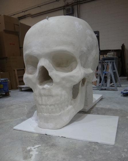 Cráneo Gigante 160 cm altura, para colgar del techo en un local