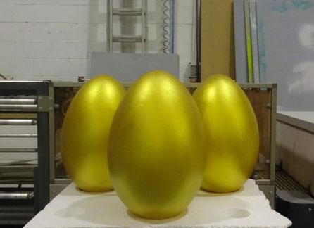 Huevos de 50 cm , dorados