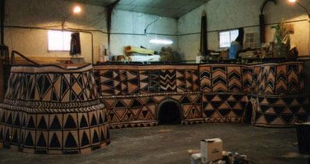 Modelo de cabañas de barro africanas decoradas, Escala 3/4