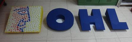 Anagrama y letras de logo, inclinadas