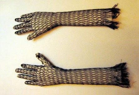 Manos - Brazo especiales (desarmables) para poder mostrar guantes muy delicados en el Museo de Traje