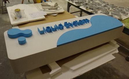 Letras montadas en pastilla, para escenario, Universidad Empresa