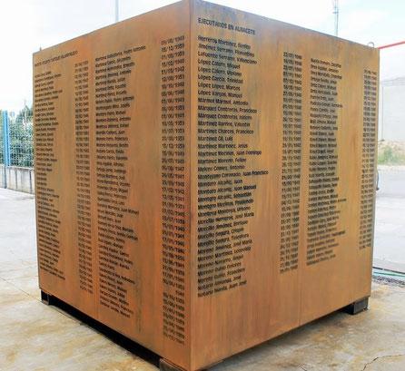 Cubo Monumental en acero Corten, Tótem Memorial