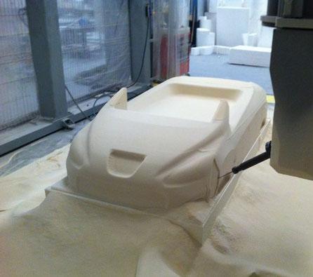 Mecanizado en CNC Gigante de un coche