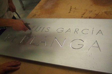 Aluminio Macizo, tallado en bajorelieve , cartel para Sala Cultural