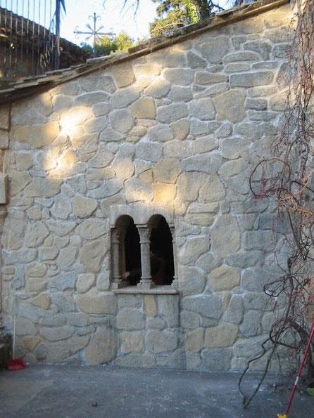 Muro, ventana y columnitas, ficticio para cine